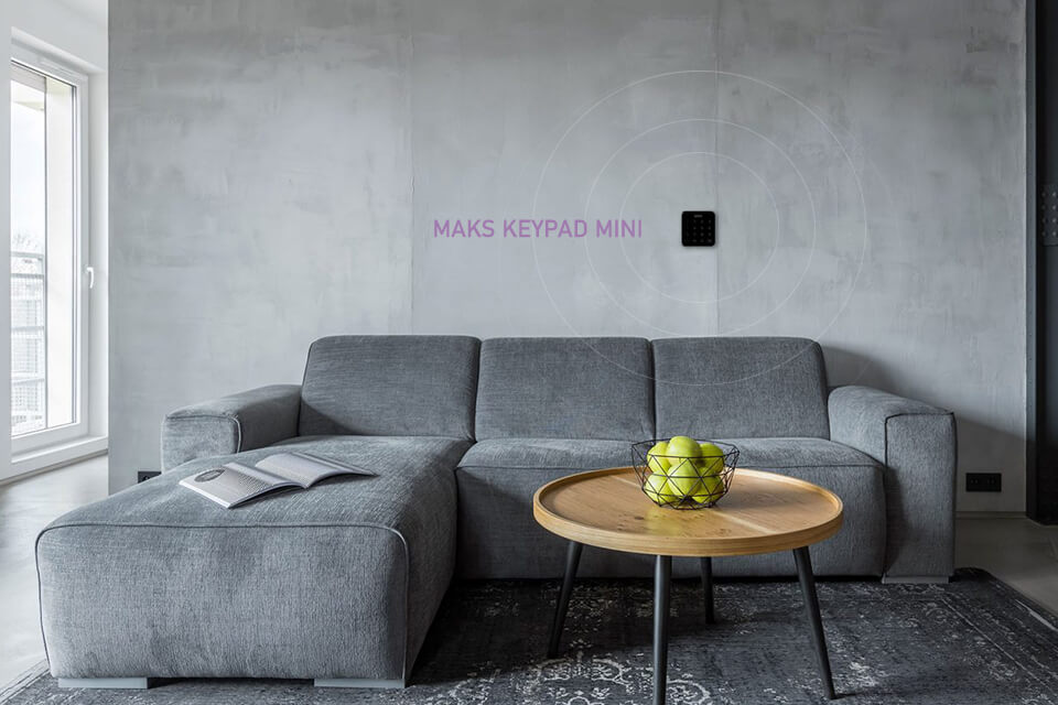 сигналізація макс про на стіні
